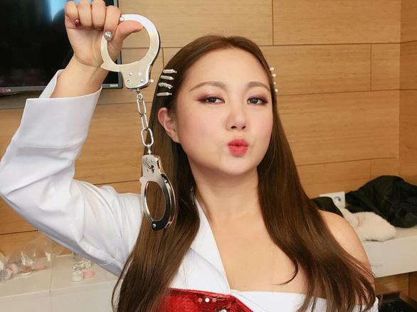 Khánh Vân có chiến thắng ở Miss Universe? - Cây táo nở hoa gây ức chế - Ảnh 2.