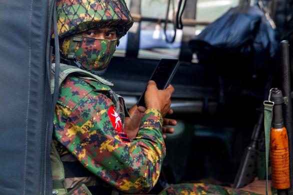 Mỹ trừng phạt bộ trưởng và sếp ngân hàng Myanmar - Ảnh 1.