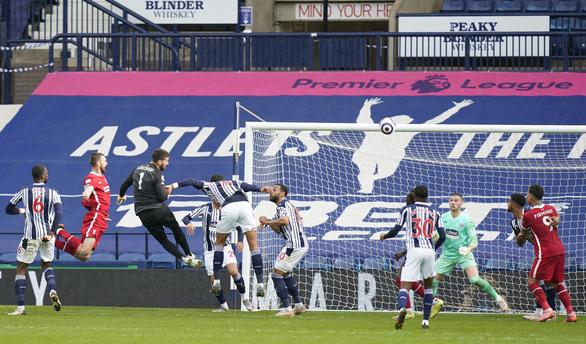 Alisson ghi bàn phút 90+5, Liverpool sống lại hi vọng dự Champions League - Ảnh 3.