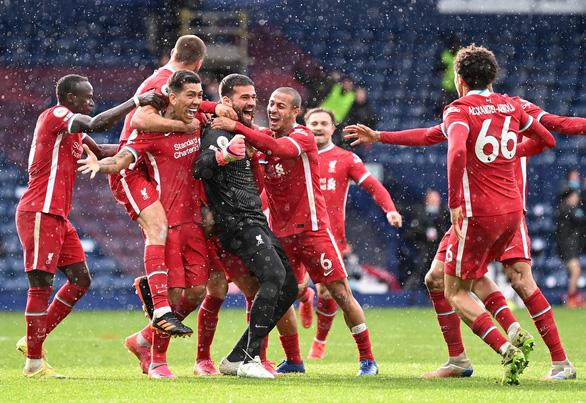 Alisson ghi bàn phút 90+5, Liverpool sống lại hi vọng dự Champions League - Ảnh 4.