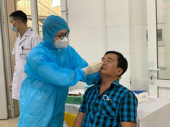 Bệnh viện Phổi trung ương có thêm 1 kỹ thuật viên dương tính COVID-19 - Ảnh 1.