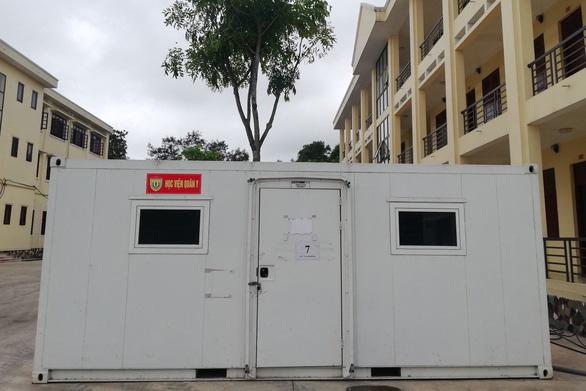 Thần tốc dựng trung tâm xét nghiệm dã chiến ở Bắc Giang sau 1 đêm - Ảnh 2.