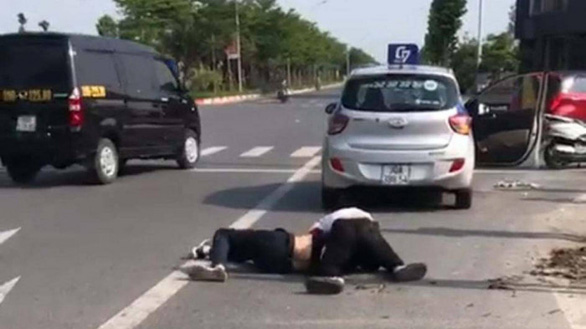 Tài xế taxi bị đâm dao bầu kể về phút vật lộn với tên cướp - Ảnh 2.