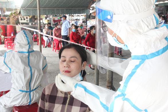 Ngày mai, xét nghiệm COVID đại diện mỗi hộ gia đình ở Đà Nẵng - Ảnh 1.