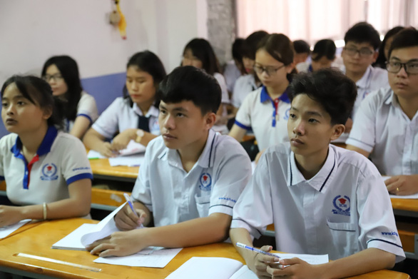 Học sinh tốt nghiệp THCS học nghề bắt buộc học toán, văn và hai môn tự chọn - Ảnh 1.