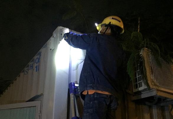 EVNHCMC đảm bảo cấp điện cho các trạm kiểm dịch - Ảnh 1.