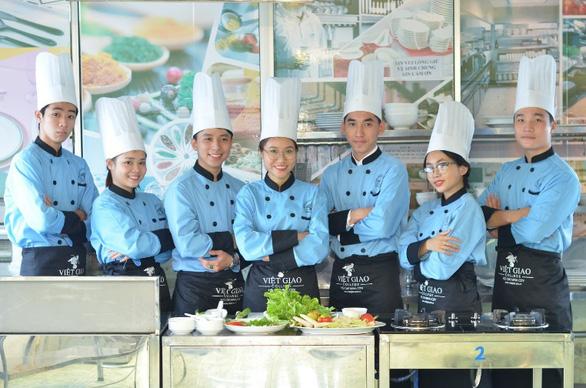 Điều cần biết khi học nghề bếp ở hướng nghiệp Việt Giao - Ảnh 1.
