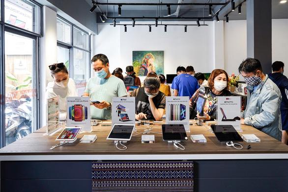 Bất ngờ với các cửa hàng chuyên Apple theo phong cách thổ cẩm - Ảnh 1.