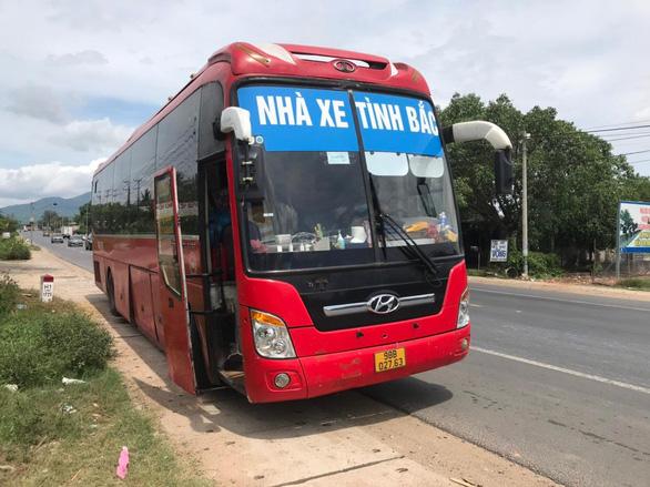 5 người Trung Quốc trốn trong thùng cactông trên xe khách từ Bắc Giang vào TP.HCM - Ảnh 2.
