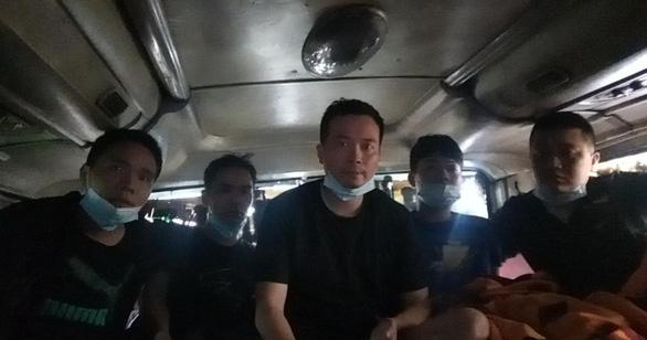 5 người Trung Quốc trốn trong thùng cactông trên xe khách từ Bắc Giang vào TP.HCM - Ảnh 1.