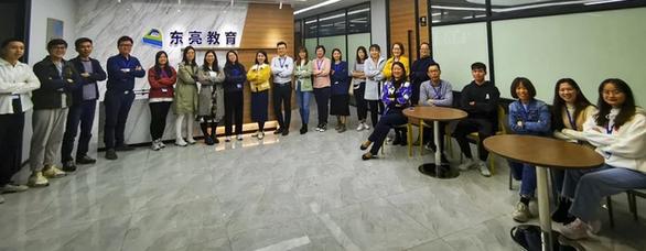 Người trẻ Trung Quốc quay lại đi làm nhà nước vì COVID-19 - Ảnh 1.