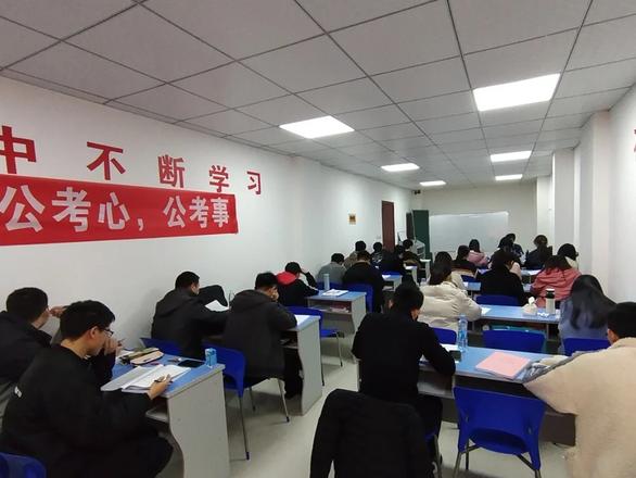 Người trẻ Trung Quốc quay lại đi làm nhà nước vì COVID-19 - Ảnh 2.