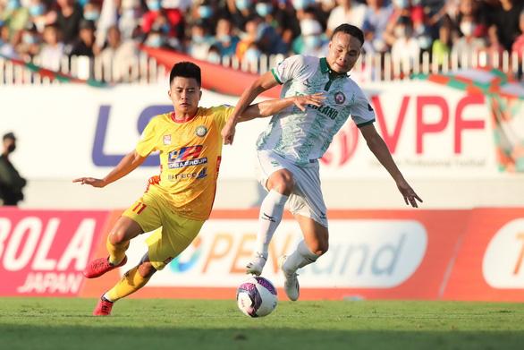 Bóng đá Việt Nam lại khóc vì chuyện cách ly COVID-19 - Ảnh 1.