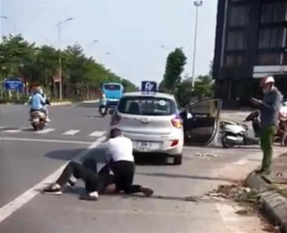 Giám đốc Công an Hà Nội nói gì về việc kỷ luật đại úy đứng nhìn tài xế vật lộn với cướp? - Ảnh 1.