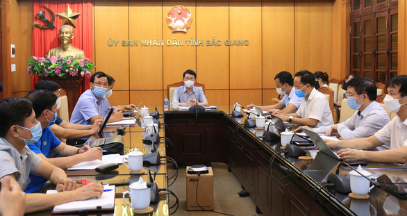 Bắc Giang tạm dừng hoạt động 4 khu công nghiệp, phong tỏa toàn huyện Việt Yên - Ảnh 2.
