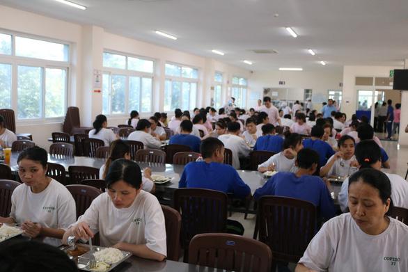 Công nhân ở TP.HCM buộc phải khai báo y tế hàng ngày - Ảnh 1.