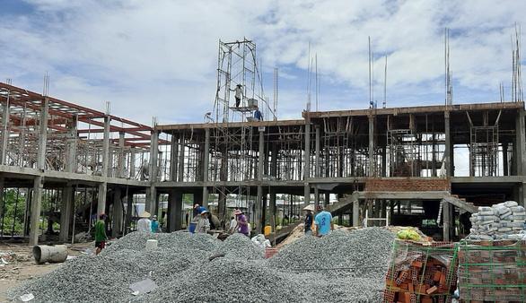 Giá thép tăng vọt, ngành xây dựng điêu đứng - Ảnh 1.