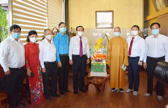 Lãnh đạo TP.HCM thăm cá nhân, đơn vị Phật giáo tiêu biểu - Ảnh 2.