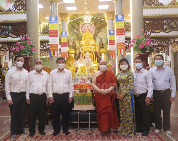 Lãnh đạo TP.HCM thăm cá nhân, đơn vị Phật giáo tiêu biểu - Ảnh 3.
