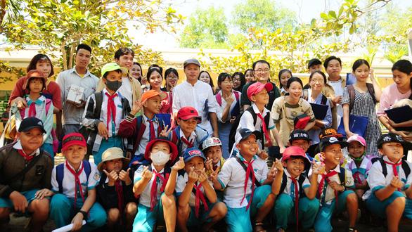 Biến sân trường thành không gian mơ ước cho lũ trẻ - Ảnh 1.