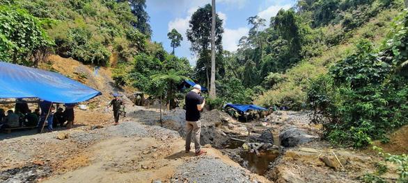 Bộ Quốc phòng giao công binh đánh sập hầm, lò khai thác vàng trái phép ở Quảng Nam - Ảnh 1.