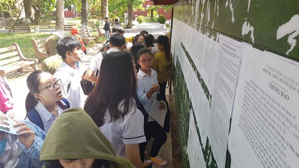 Hơn 6.000 học sinh ở Thừa Thiên Huế thi vào lớp 10 trực tiếp từ ngày 5 đến 7-6 - Ảnh 1.