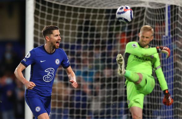 Đá bại Leicester, Chelsea rộng cửa đoạt vé dự Champions League - Ảnh 2.
