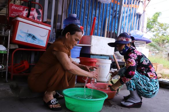 Chủ tịch phường họp để trợ giúp bốn bà cháu nghèo khổ - Ảnh 2.