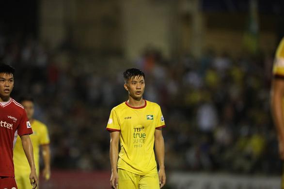 Phan Văn Đức ký hợp đồng ở lại Sông Lam Nghệ An thêm 3 năm - Ảnh 1.