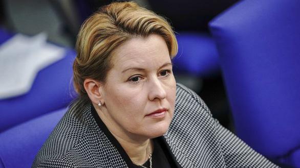 Bộ trưởng Đức từ chức vì đạo văn luận án tiến sĩ - Ảnh 1.