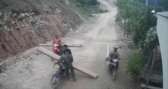 Phá rừng, 3 người bị xử phạt gần 250 triệu đồng - Ảnh 1.