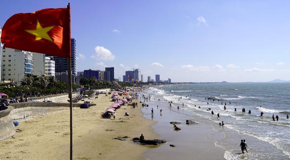 Biển Vũng Tàu đã vắng khách, quyền chủ tịch thành phố ra túc trực chống dịch - Ảnh 1.
