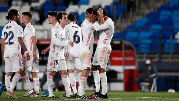 Real Madrid bám sát Atletico Madrid trong cuộc đua vô địch - Ảnh 1.