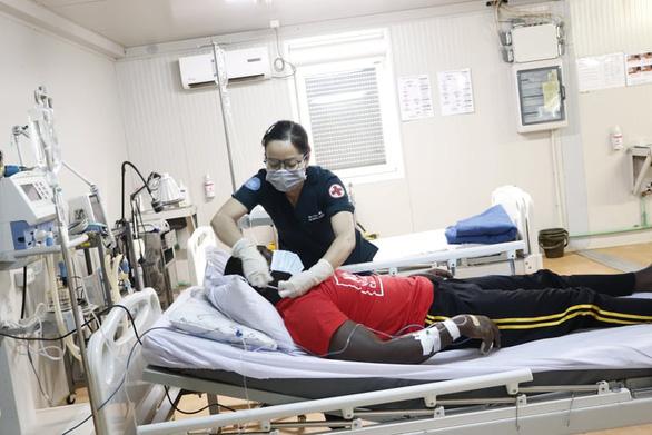 Bệnh viện dã chiến ở Nam Sudan cấp cứu thành công bệnh nhân đột quỵ não bằng đường không - Ảnh 4.