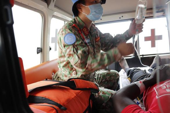 Bệnh viện dã chiến ở Nam Sudan cấp cứu thành công bệnh nhân đột quỵ não bằng đường không - Ảnh 3.