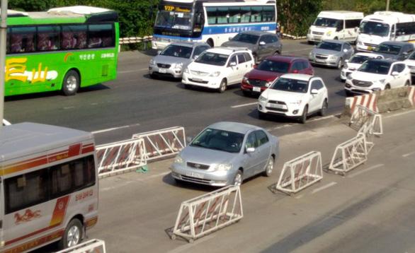 Vũng Tàu về Sài Gòn kẹt xe, liên tục xả trạm thu phí trên QL51 - Ảnh 2.
