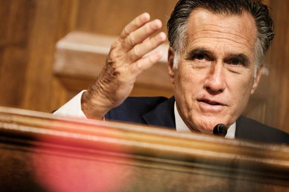 Thượng nghị sĩ Romney bị chửi đồ phản bội vì chống ông Trump - Ảnh 1.