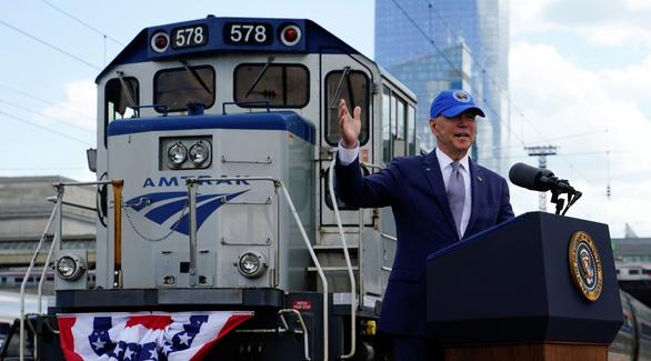 Ông Biden đầu tư cho xe lửa kiểu ăn chắc mặc bền - Ảnh 1.