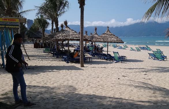 Du khách đến Đà Nẵng giảm, chỉ loanh quanh khu nghỉ dưỡng - Ảnh 1.
