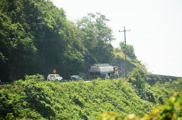 Thu phí qua hầm tăng sốc, ôtô ùn ùn vượt đèo Hải Vân né trạm - Ảnh 5.