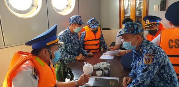 Theo chân cảnh sát biển ngăn dịch với Campuchia - Ảnh 4.