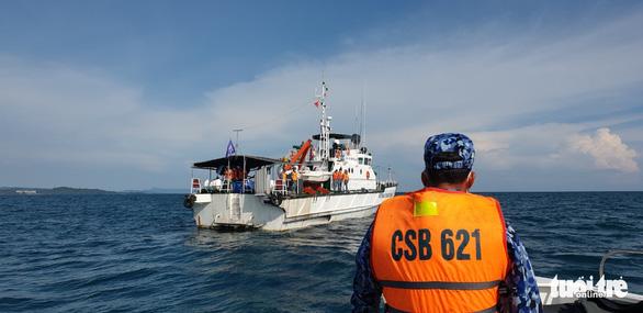 Theo chân cảnh sát biển ngăn dịch với Campuchia - Ảnh 3.