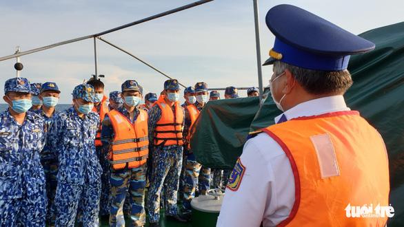 Theo chân cảnh sát biển ngăn dịch với Campuchia - Ảnh 6.