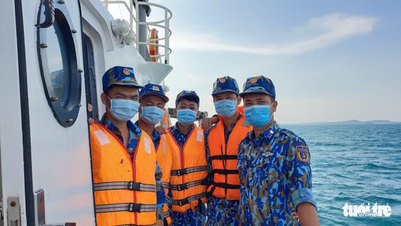 Theo chân cảnh sát biển ngăn dịch với Campuchia - Ảnh 5.