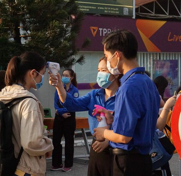 Sinh viên, giảng viên rời TP.HCM dịp lễ, khi quay lại phải khai báo y tế - Ảnh 1.