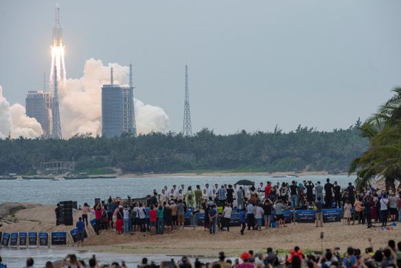 Báo động nguy cơ tên lửa khổng lồ Trung Quốc rơi xuống Trái đất mất kiểm soát - Ảnh 1.
