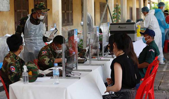 Campuchia thêm 730 ca nhiễm, gấp đôi hôm qua, chủ nhật thành ngày đen tối - Ảnh 1.
