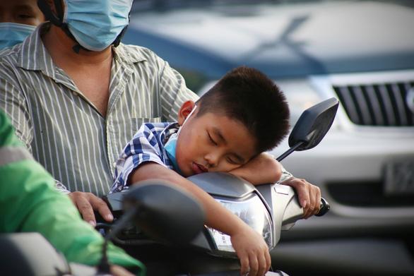 Các cửa ngõ Sài Gòn đã bắt đầu ngập xe về sớm vì sợ kẹt xe - Ảnh 7.