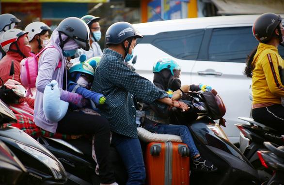 Các cửa ngõ Sài Gòn đã bắt đầu ngập xe về sớm vì sợ kẹt xe - Ảnh 9.