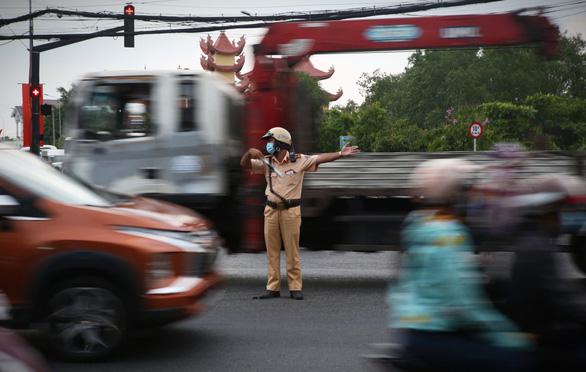 Các cửa ngõ Sài Gòn đã bắt đầu ngập xe về sớm vì sợ kẹt xe - Ảnh 10.